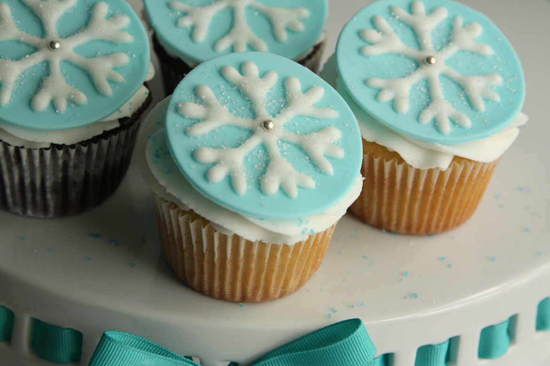 Frozen Cupcakes Snowflake Disney's Frozen Snow...
