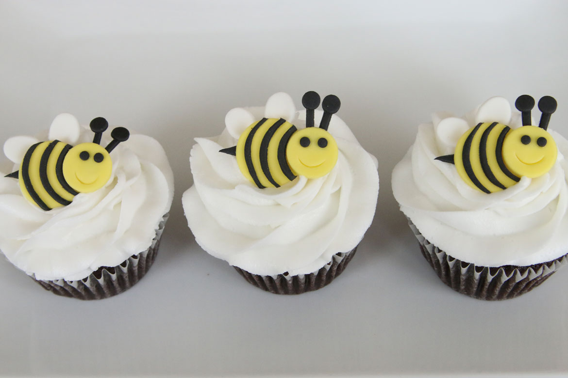 Bumble Bee Cupcakes Rebecca Cakes Amp Bakes